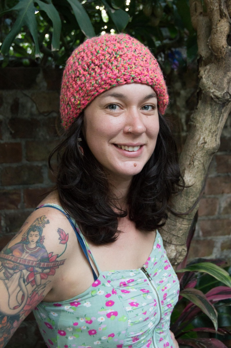 100444aba gorro rosa con pintas tejido a mano en crochet apto vegan. Cargando zoom.