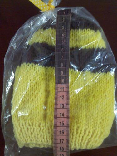 gorro tejido de lana amarillo y marrón