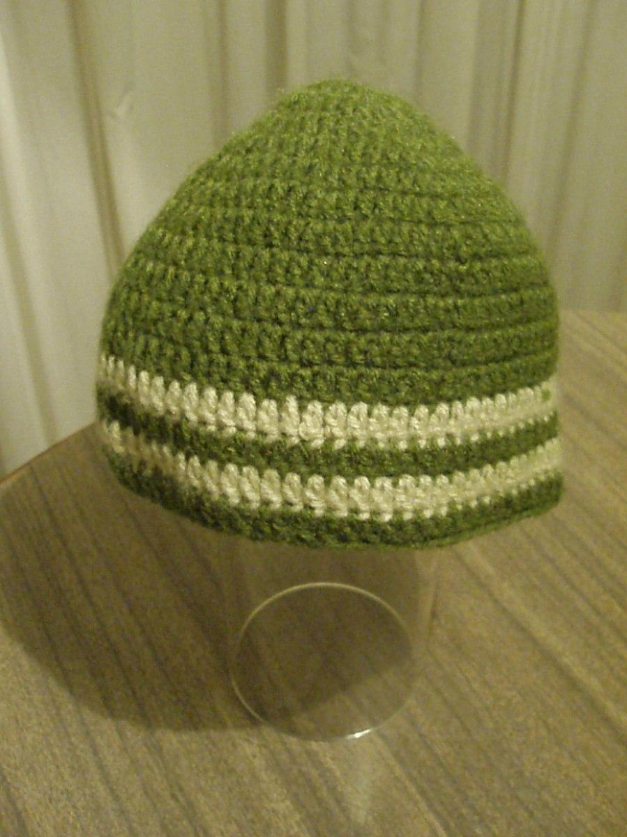 gorro tejido lana verde con líneas blancas. Cargando zoom. 654a76849e3