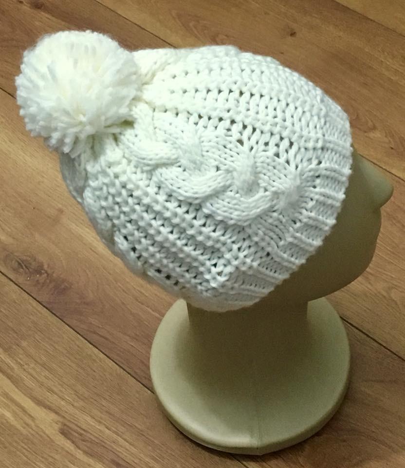 gorro touca trança de lã com pompom várias cores. Carregando zoom. 03977ae8543