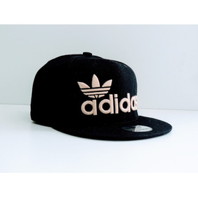 63a002f3d3d74 Gorras Planas Adidas - Gorros