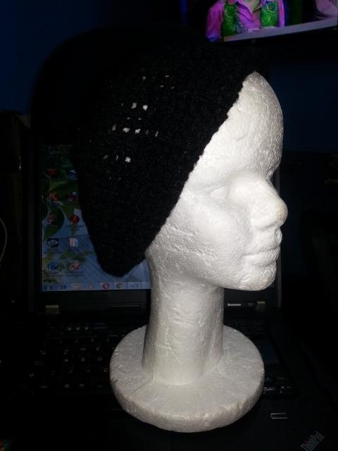 12f789db5d205 Gorros Tejido En Crochet Negro Boina Varios Somos Tienda - Bs. 0