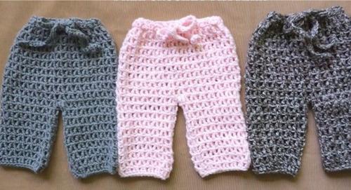 gorros y pantalones tejidos a mano para bebe