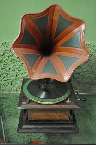 gramofone tulipa com base em rádica
