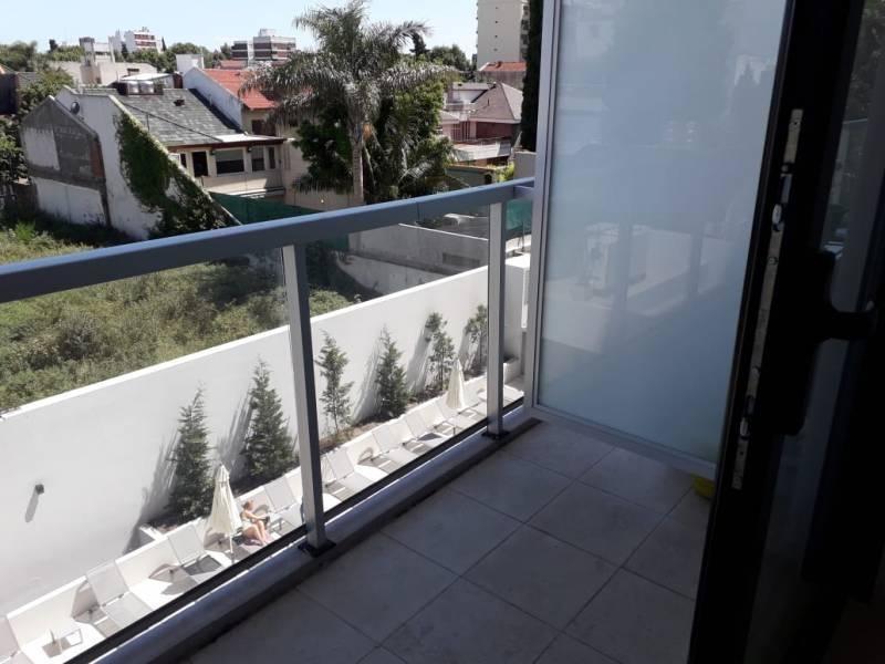 gran ambiente y medio aptoprofesional divisible a estr. con balcón; seg y amen