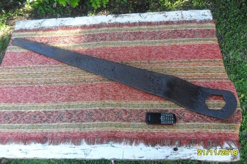 gran antigua llave en hierro tipo rueda carro o similar 99cm