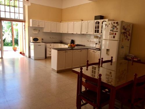 gran casa con jardin en devoto- manuel sola 4400 c/garage