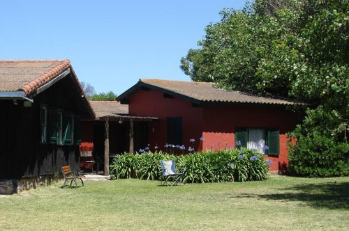 gran casa con lindísimo jardín y quincho - barrio chapadmalal . costa atlántica