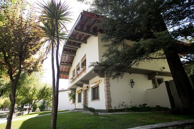 gran casa frente al parque - primera categoría
