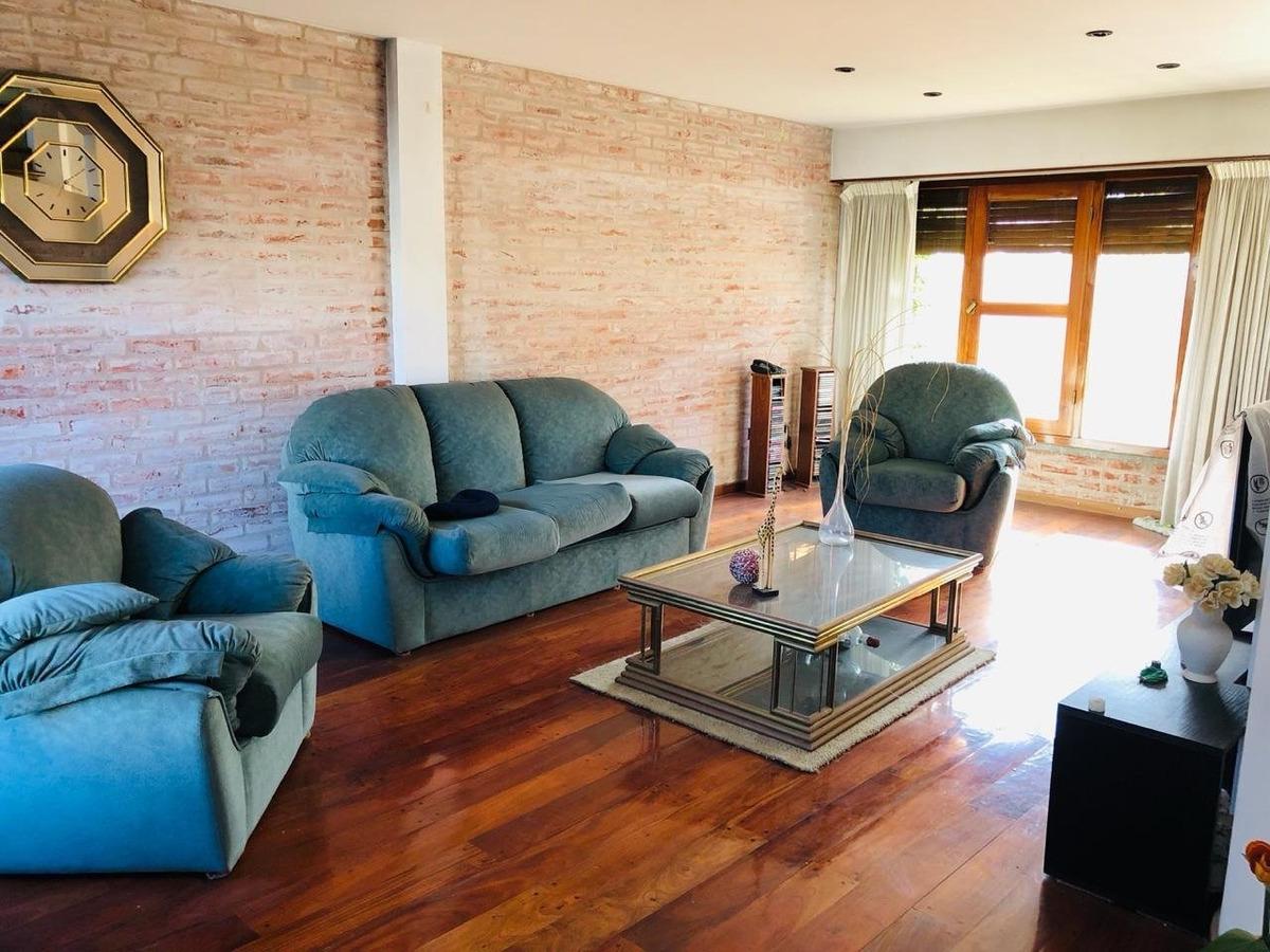 gran chalet 4 ambientes con cochera en zona mundialista en venta
