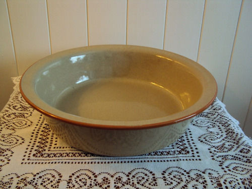 gran fuente honda de cerámica gris y filete naranja