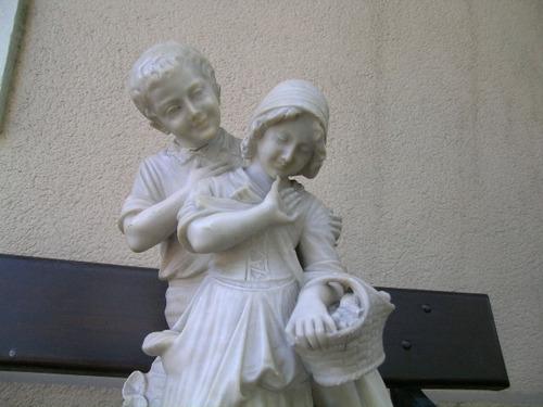 gran grupo figuras marmol jovenes campesinos 57 cms de alto
