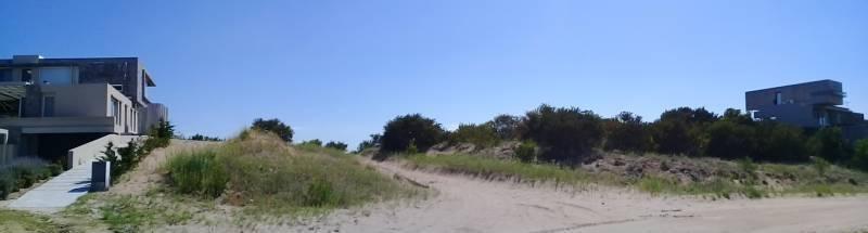 gran lote en venta sobre laguna y golf en costa esmeralda
