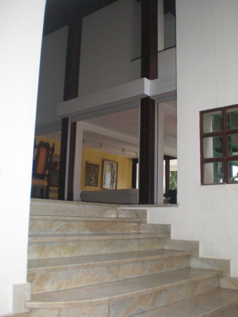 gran mansión en zona residencial, sobre av rivadavia