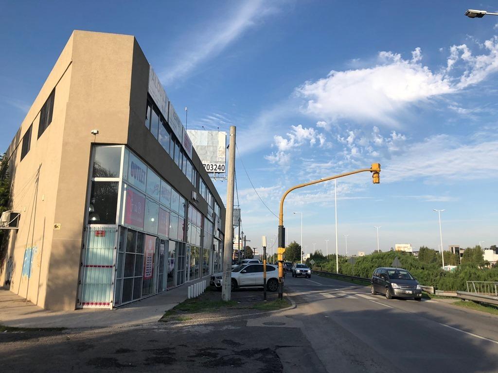 gran oficina comercial en venta. frente al acceso oeste.