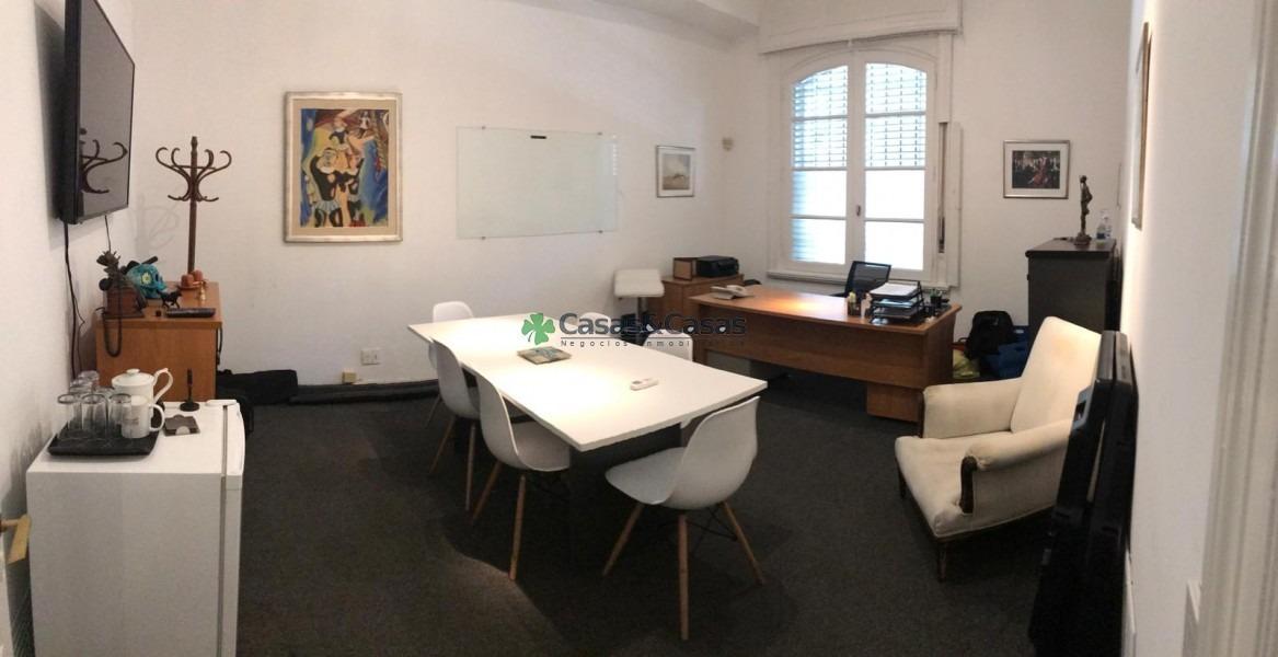 gran oficina sobre rio negro, en planta baja con acceso independiente.-ref:41