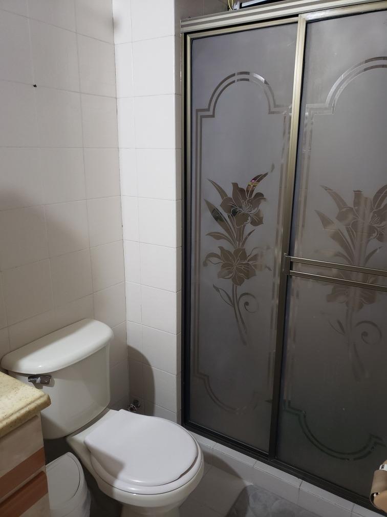 gran oportunidad. apto. remodelado (3 habs. 2 baños)