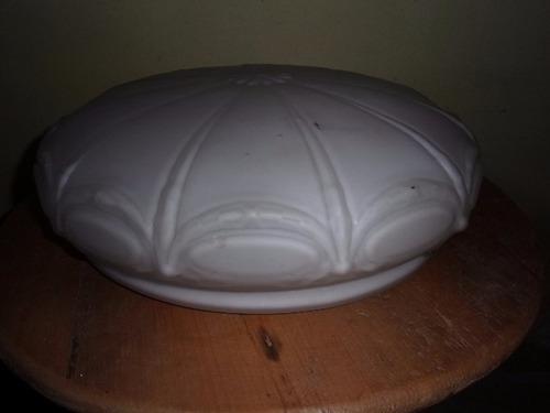 gran plafón antiguo de opalina con delicado tallado.véalo!!