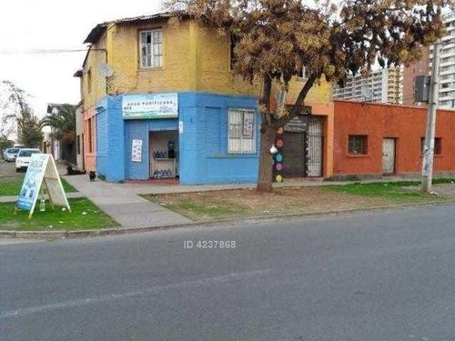 gran propiedad de 3 casas y un local a tres cuadras de departamental y dos de gran avenida