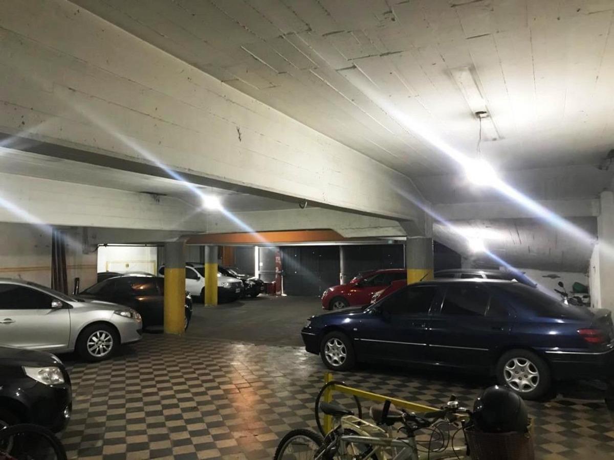 gran salón comercial destinado a cocheras. ideal inversor !!