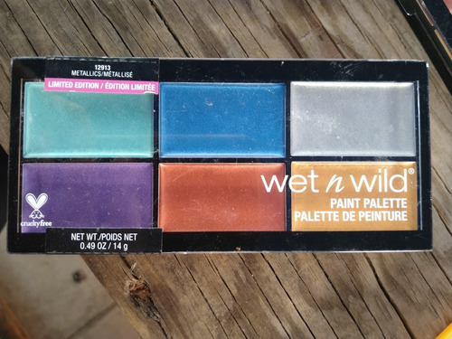 gran variedad de cosméticos de la marca wet n wild