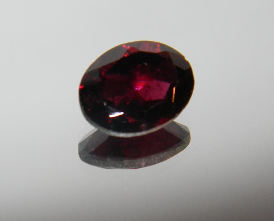 piedra preciosa roja