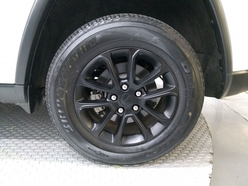 grand cherokee  laredo 3.6 4x4 v6 aut.