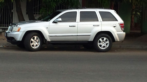 grand cherokee ltd 4x4 año 2008,usada color plata