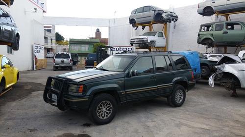 grand cherokke 1998..sin motor.......yonkes
