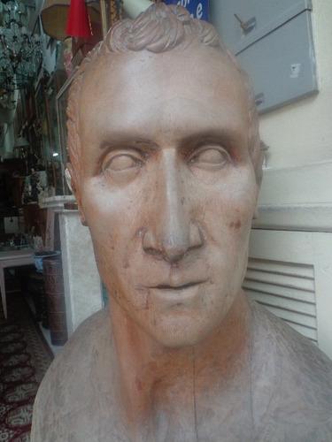grande escultura   julio cesar  -madeira - 1,02 m