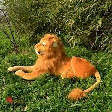 grande leão dourado pelucia possui comprimento total 1,65m