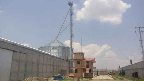granero con bodega y silo automatizado