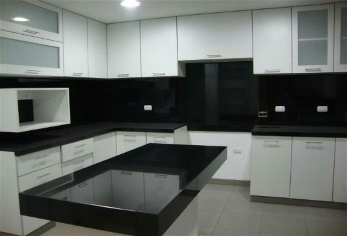 Granito negro absoluto para cocina 150 metro lineal u for Cocinas de granito negro