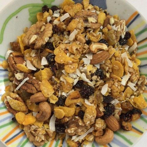 granola especial 1kg c/extra frutos, escamas de coco y mas