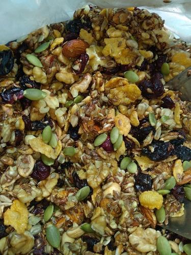 granos y semillas  ofrece granola natural
