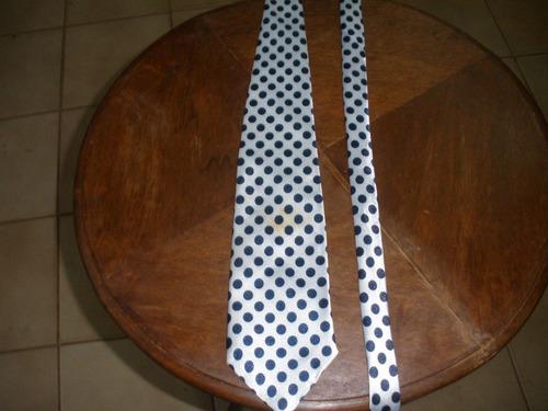 gravata em cetim bolas pretas
