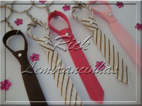 gravatinhas com chaveiro, strass e cartão para casamento