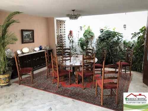 green house vende casa en un nivel con jardín para remodelar