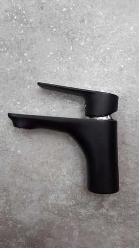 griferia monocomando para lavatorio o bacha color negro.