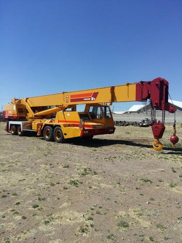 grua autopropulsada de 60 ton.