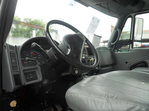 grua con canastilla marca altec en un camion inter.  2004