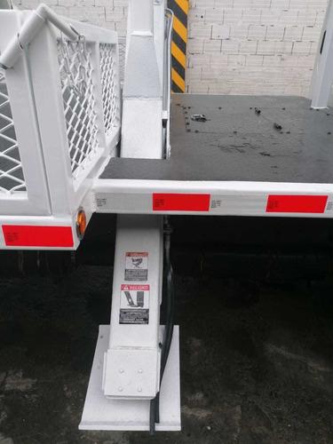 grua   degger derrick freightliner m2 106