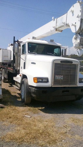 grua montada sobre camion
