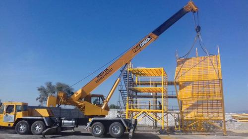 grúa telescópica montada sobre camión de 40 tons.