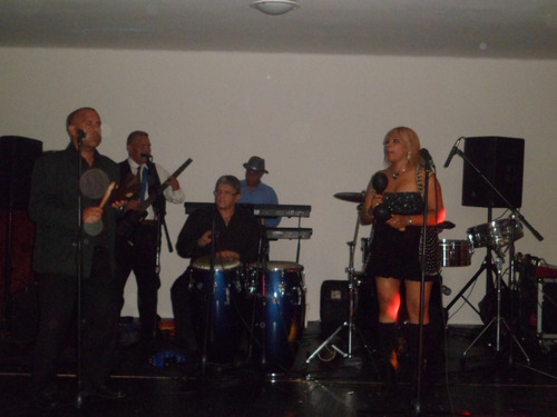 grupo musical bailable karibu banda