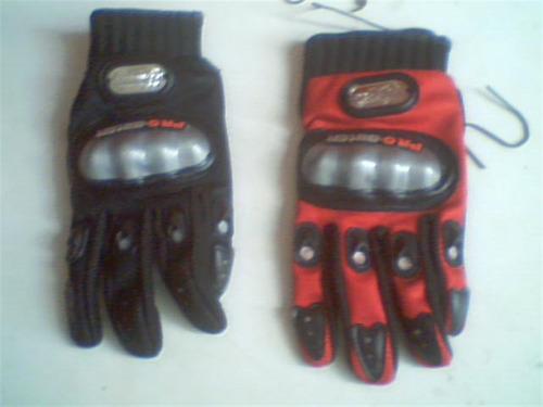 guantes de motocicleta color rojo o negro