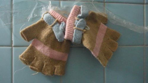 guantes descubiertos color beige con rosa y azul ndd