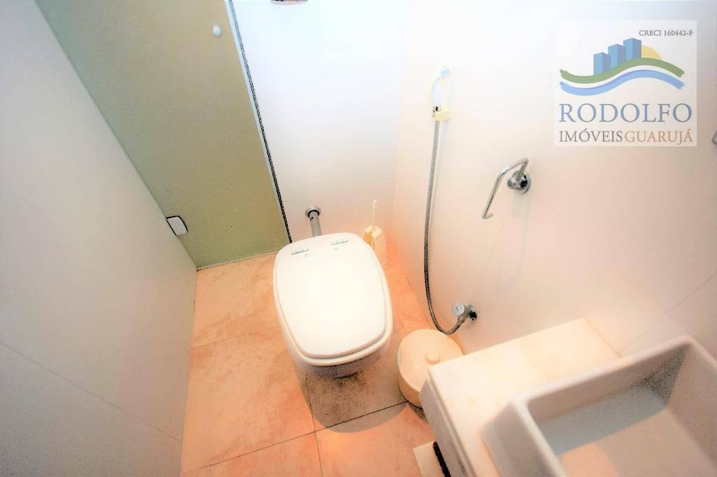 guarujá astúrias, lindo apartamento todo reformado, 2 dormitórios, 2 banheiros 1 vaga. ótima localização - ap0559