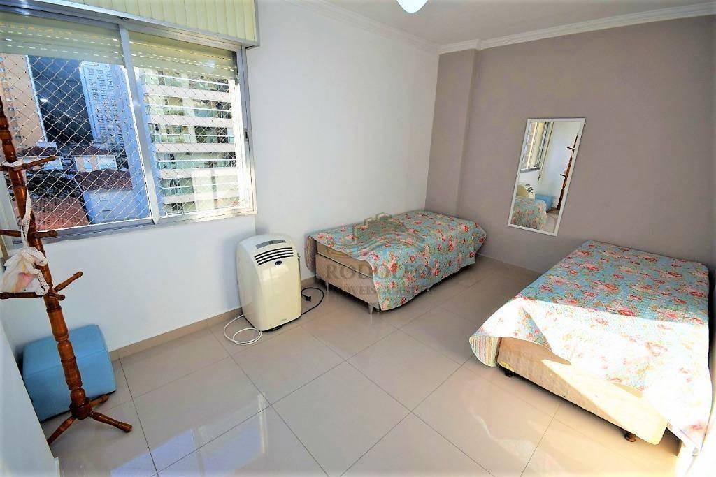 guarujá pitangueiras, reformado, 2 dormitórios (2 suites) 75 mts uteis, 2 vagas no prédio, serviço de praia, - ap0863