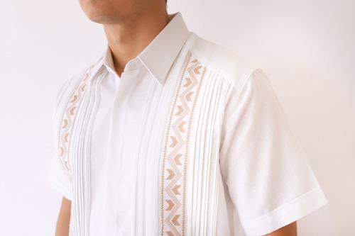guayabera de lino con bordado en punto de cruz mod. huhí